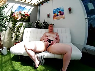 Chubby Amateur Cutie Exposes Her VR Tits and Cunt
