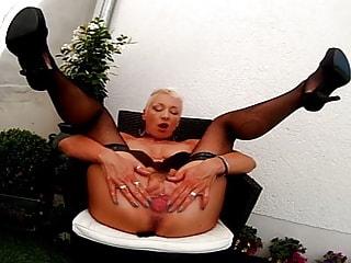 Horny VR Mature Slut Finger Fucks Her Juicy Pussy