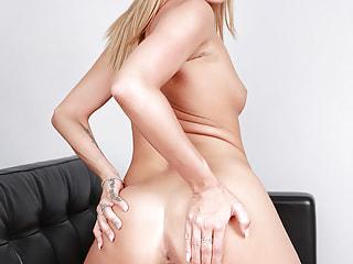 Fabulous hottie wants you to fix the plumbing between her legs