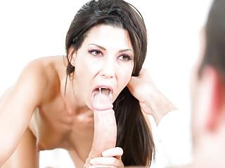 Alexa Thomas heals her patients with her moist cunt